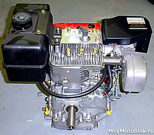 Двигатель Briggs & Stratton I/C 195400 (8 л. с.) сзади