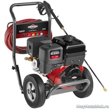 Двигатель Briggs & Stratton 2100 series на мойке