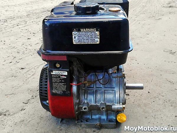 Двигатель Briggs & Stratton Vanguard 6.0 сбоку