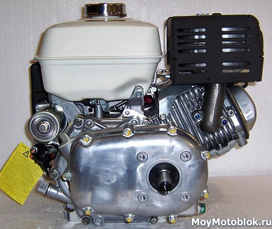 Двигатель Honda GX270 сзади