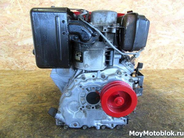 Двигатель Robin Subaru DY23B сзади