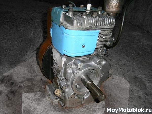 Двигатель Кадви ДМ1 сзади
